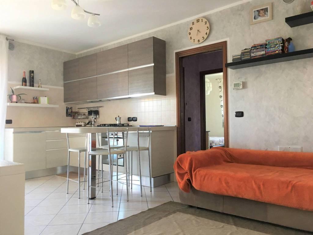 Appartamento in ottime condizioni parzialmente arredato in vendita Rif. 7785199