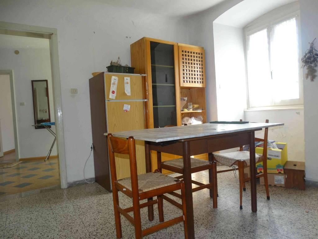 Appartamento da ristrutturare parzialmente arredato in vendita Rif. 7783681