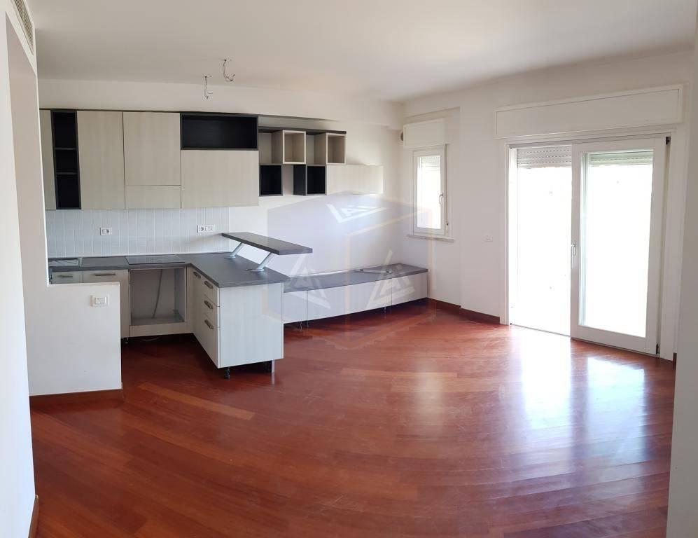 Appartamento in ottime condizioni parzialmente arredato in affitto Rif. 7781093