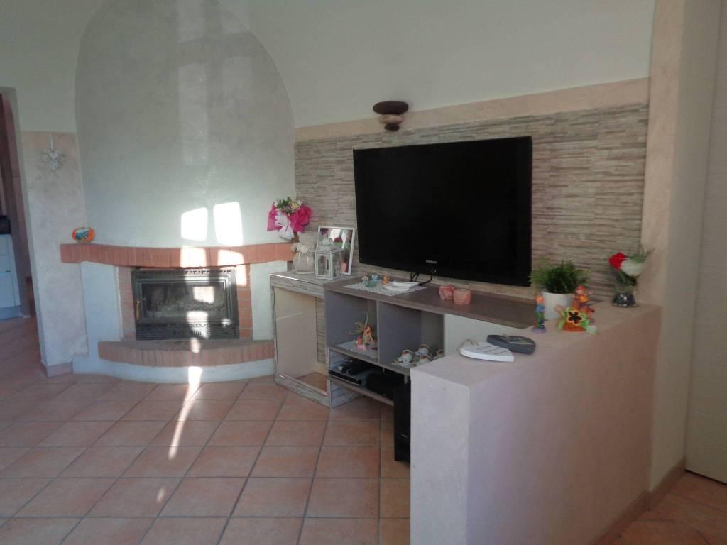 Appartamento in ottime condizioni in vendita Rif. 7780356