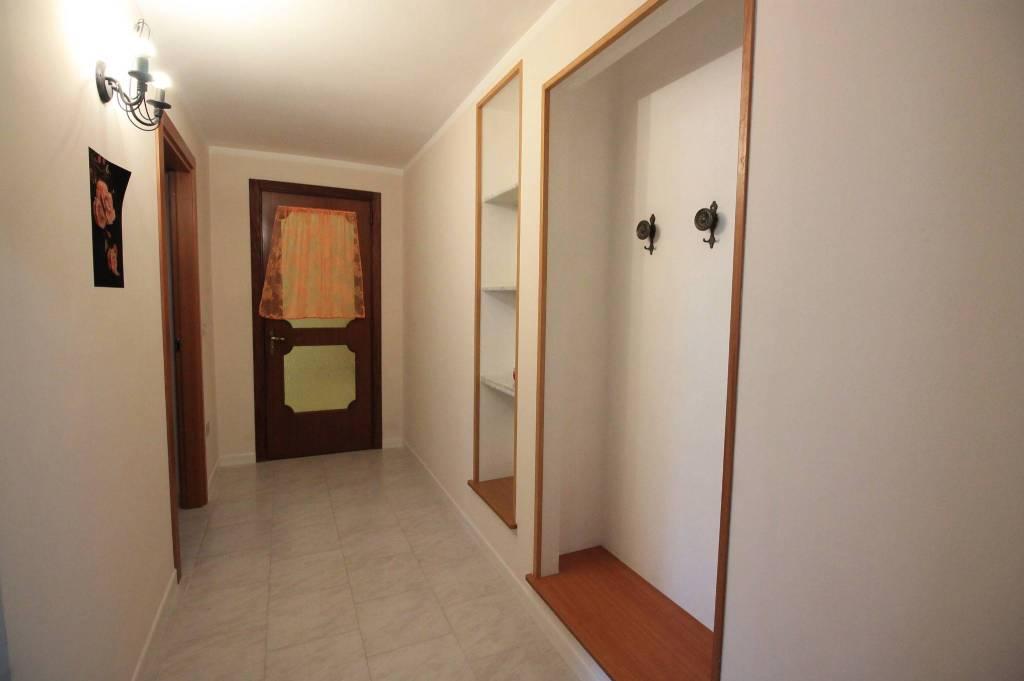 Appartamento in buone condizioni arredato in affitto Rif. 7796206