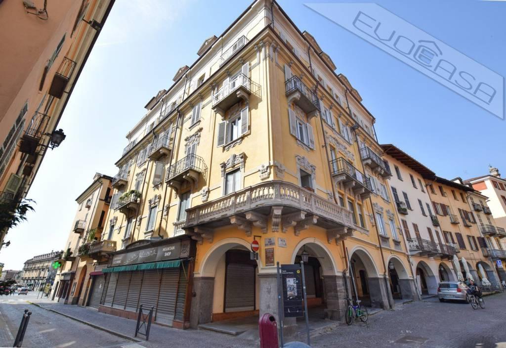 Foto 1 di Bilocale piazza San Donato 12, Pinerolo