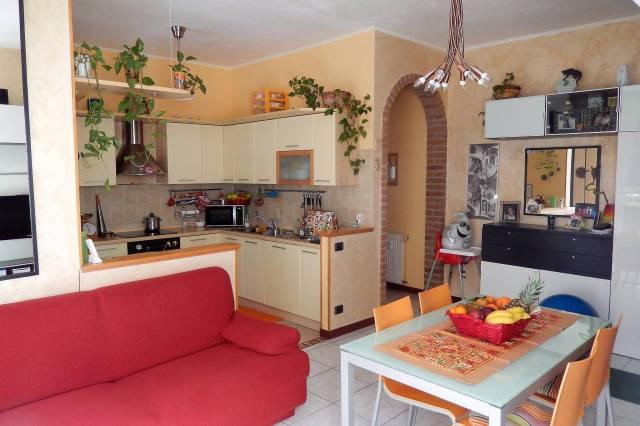 Appartamento in buone condizioni parzialmente arredato in vendita Rif. 4428754