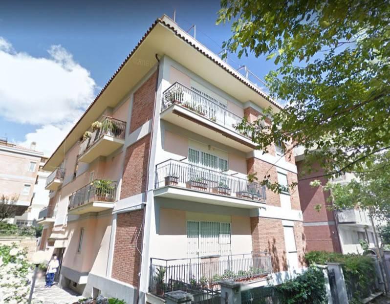 Appartamento in buone condizioni in affitto Rif. 7796564