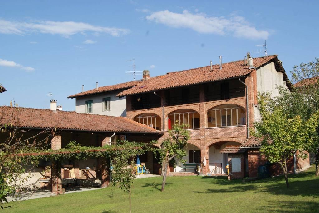 Foto 1 di Casa indipendente via Giuseppe Mazzini, Perosa Canavese