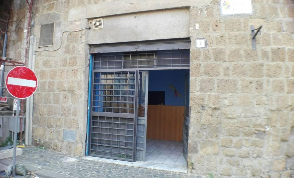 Tuscania, locale commerciale in zona centrale. Rif. 7797971