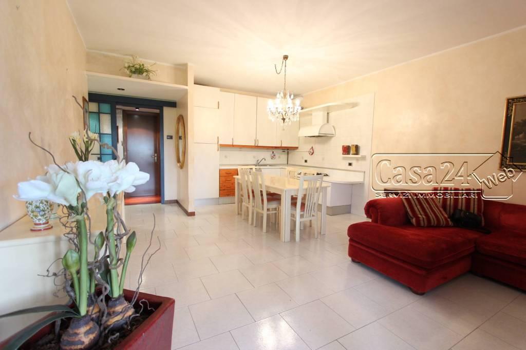 Appartamento in buone condizioni arredato in affitto Rif. 7793996
