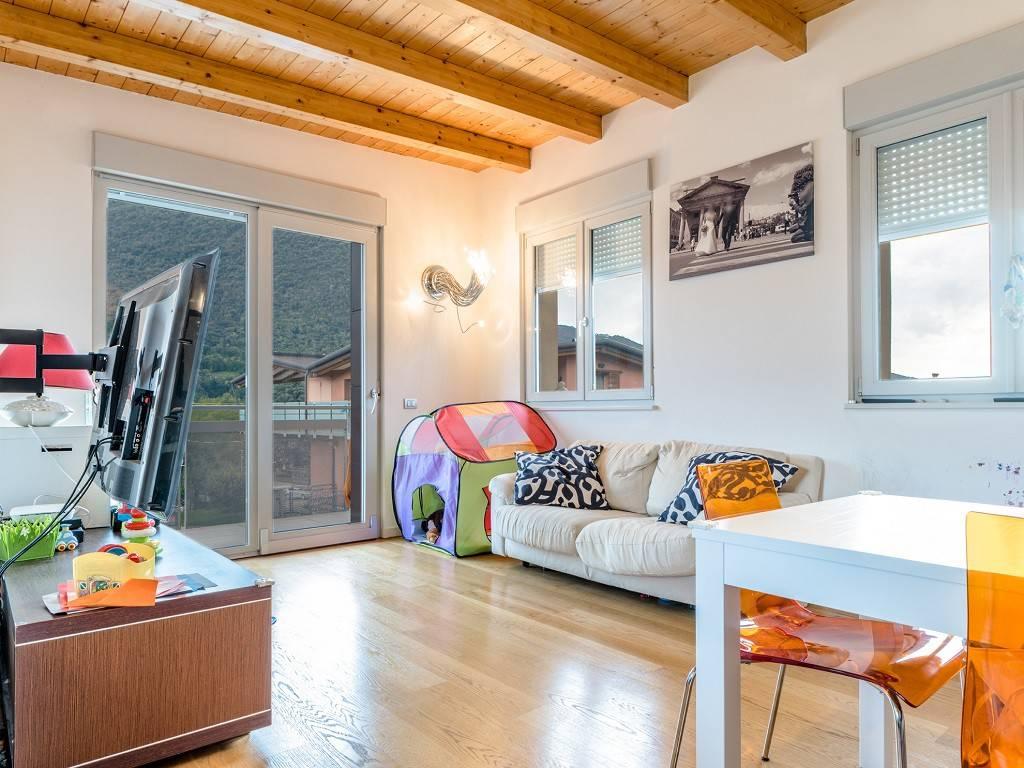 Appartamento in ottime condizioni parzialmente arredato in affitto Rif. 7793518
