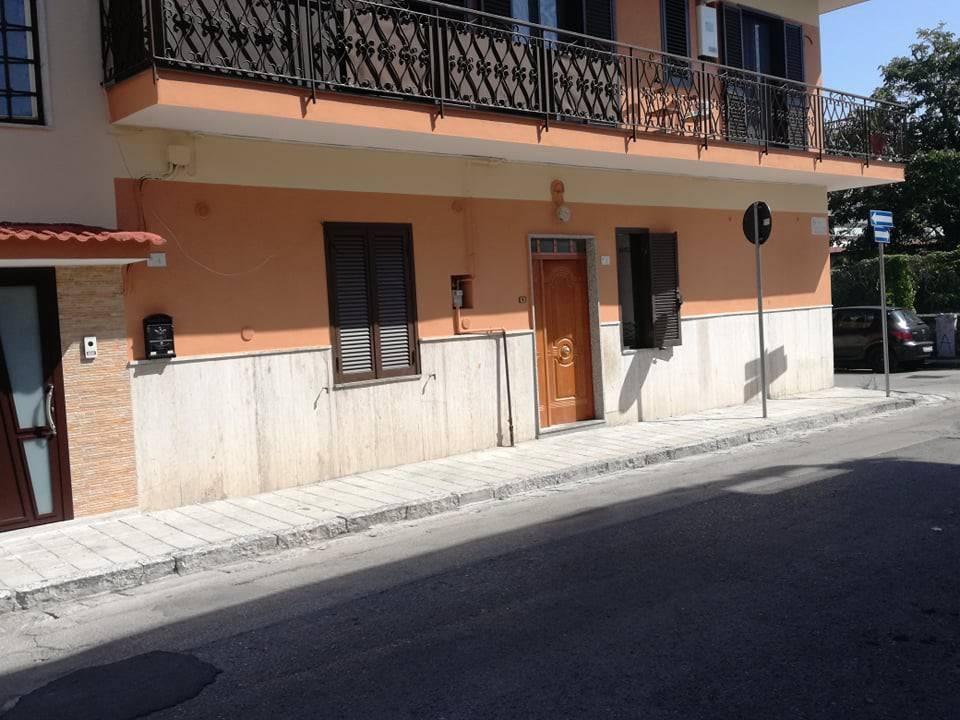 Appartamento in ottime condizioni arredato in affitto Rif. 7797125