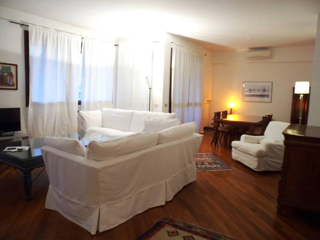 Appartamento in ottime condizioni arredato in affitto Rif. 7793191