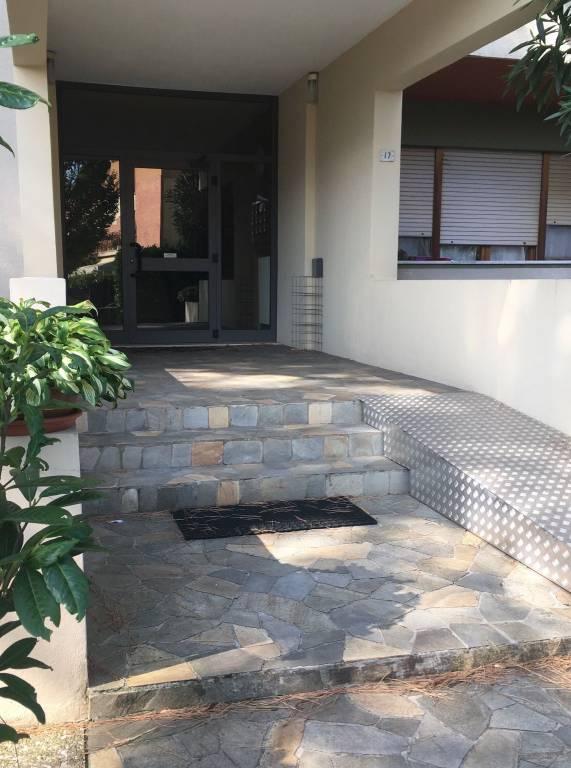 Appartamento in buone condizioni parzialmente arredato in affitto Rif. 7796209