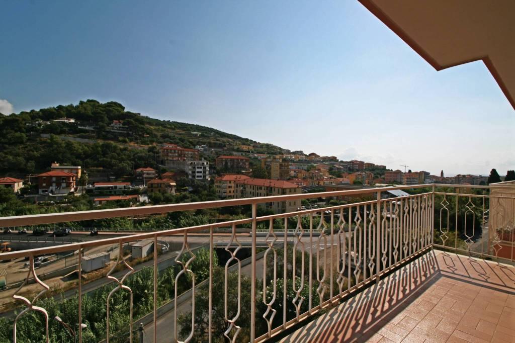 Appartamento in buone condizioni arredato in vendita Rif. 9226378