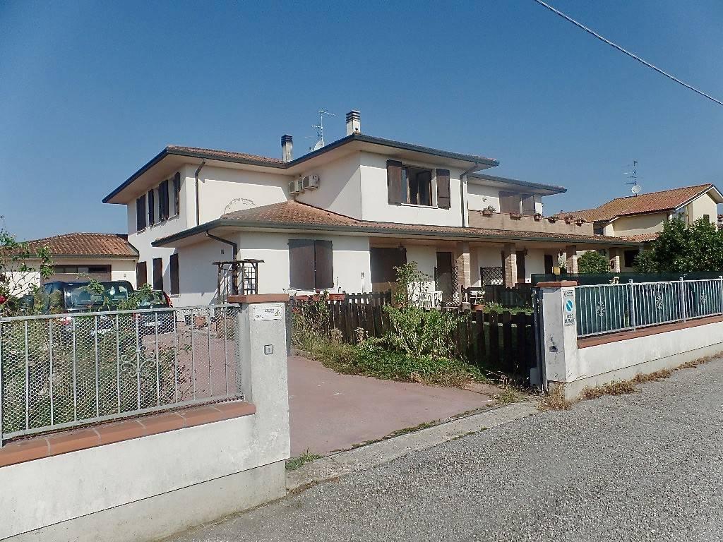 Appartamento in buone condizioni in vendita Rif. 7794012