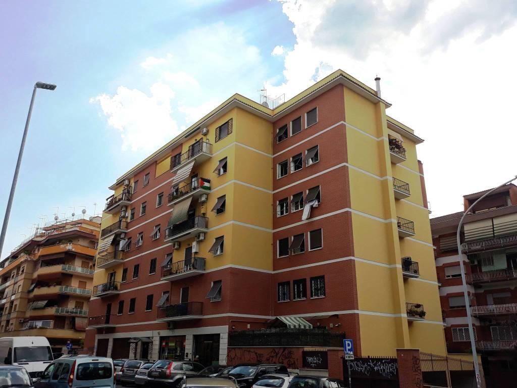 Appartamento in vendita 4 vani 90 mq.  via dei Lauri 99 Roma