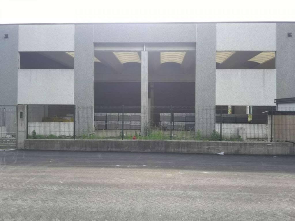 Capannone in vendita a Vedano Olona, 2 locali, prezzo € 560.000   CambioCasa.it