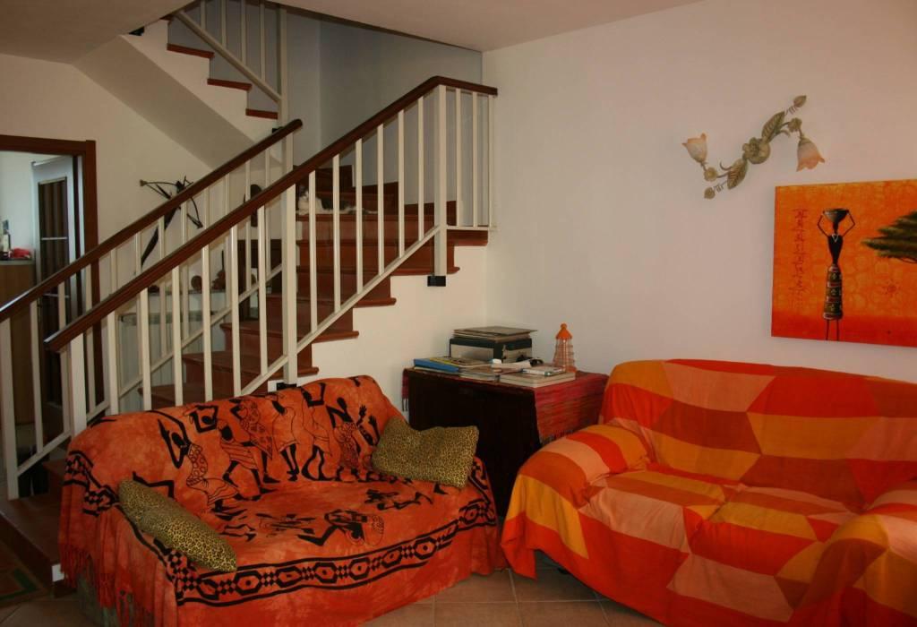 Casa indipendente in Vendita a Gropparello: 4 locali, 121 mq