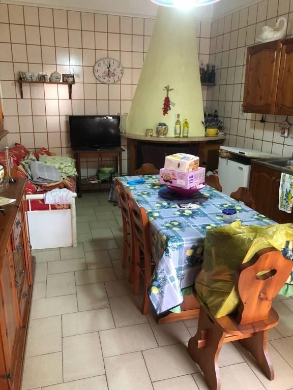 Appartamento in buone condizioni arredato in affitto Rif. 7796114
