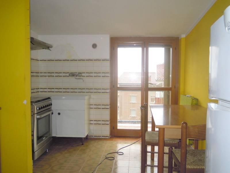 Appartamento in buone condizioni arredato in affitto Rif. 7809877