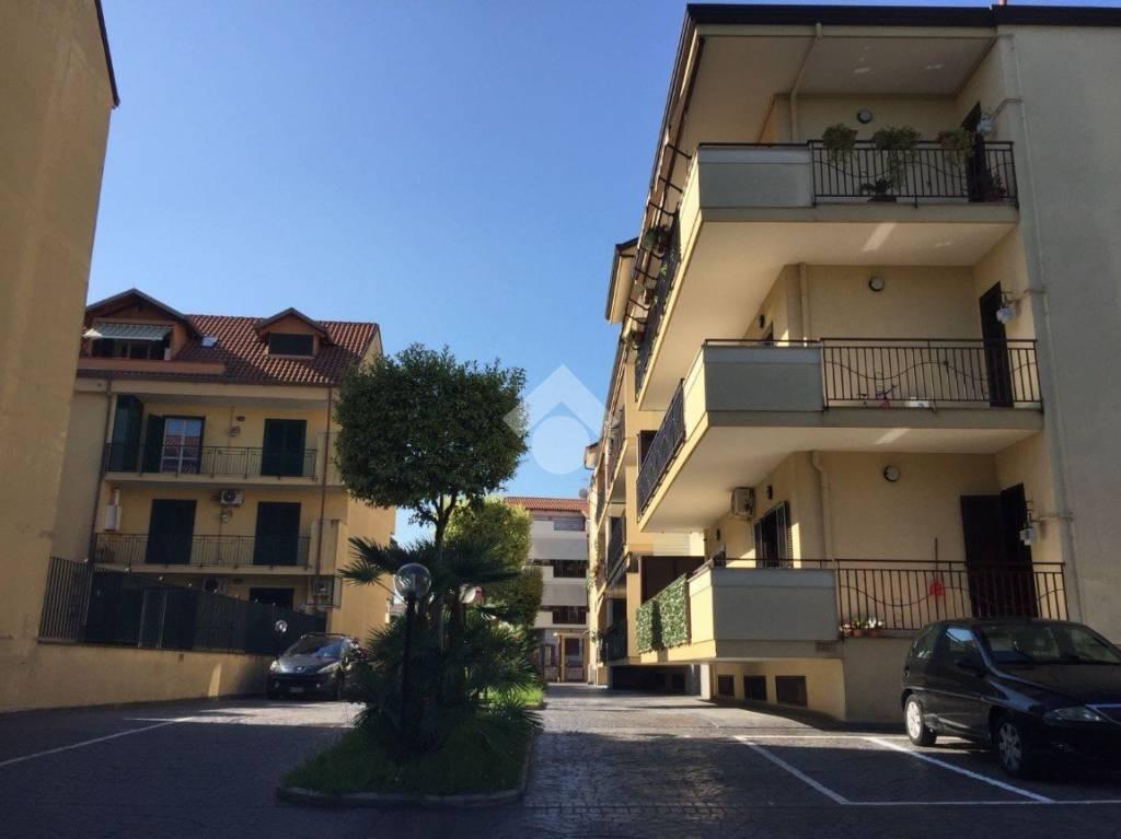 Appartamento in ottime condizioni in vendita Rif. 9226285