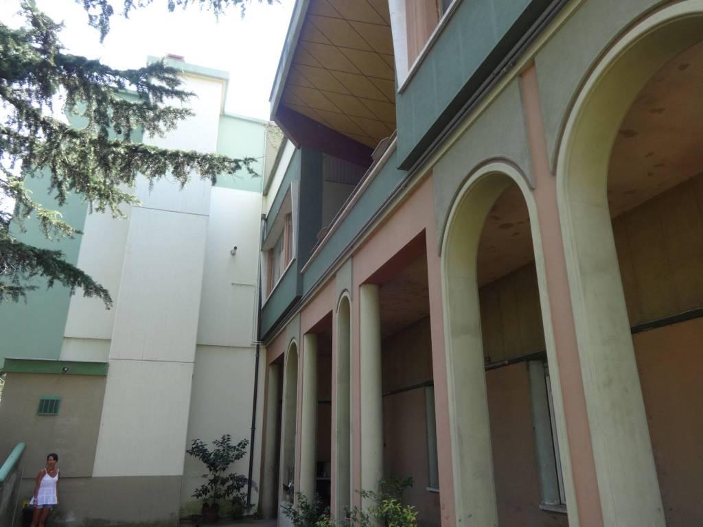 Stabile / Palazzo in buone condizioni parzialmente arredato in vendita Rif. 7793240