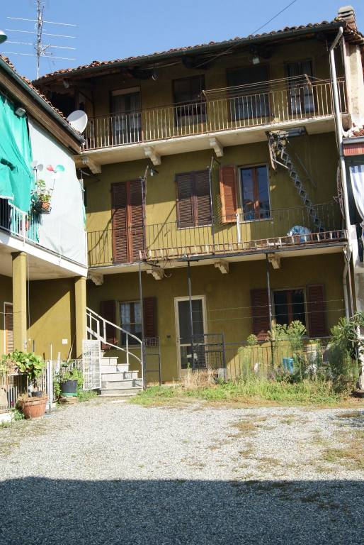 Foto 1 di Casa indipendente via Montebello, Bollengo