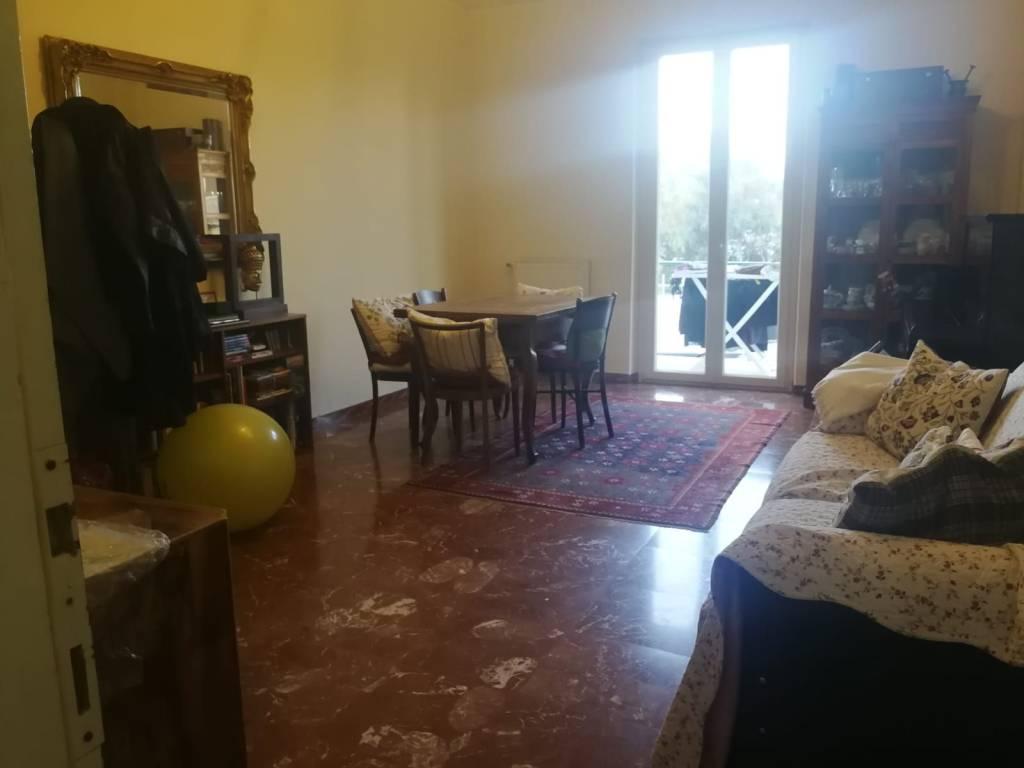 Appartamento in buone condizioni in affitto Rif. 7795718