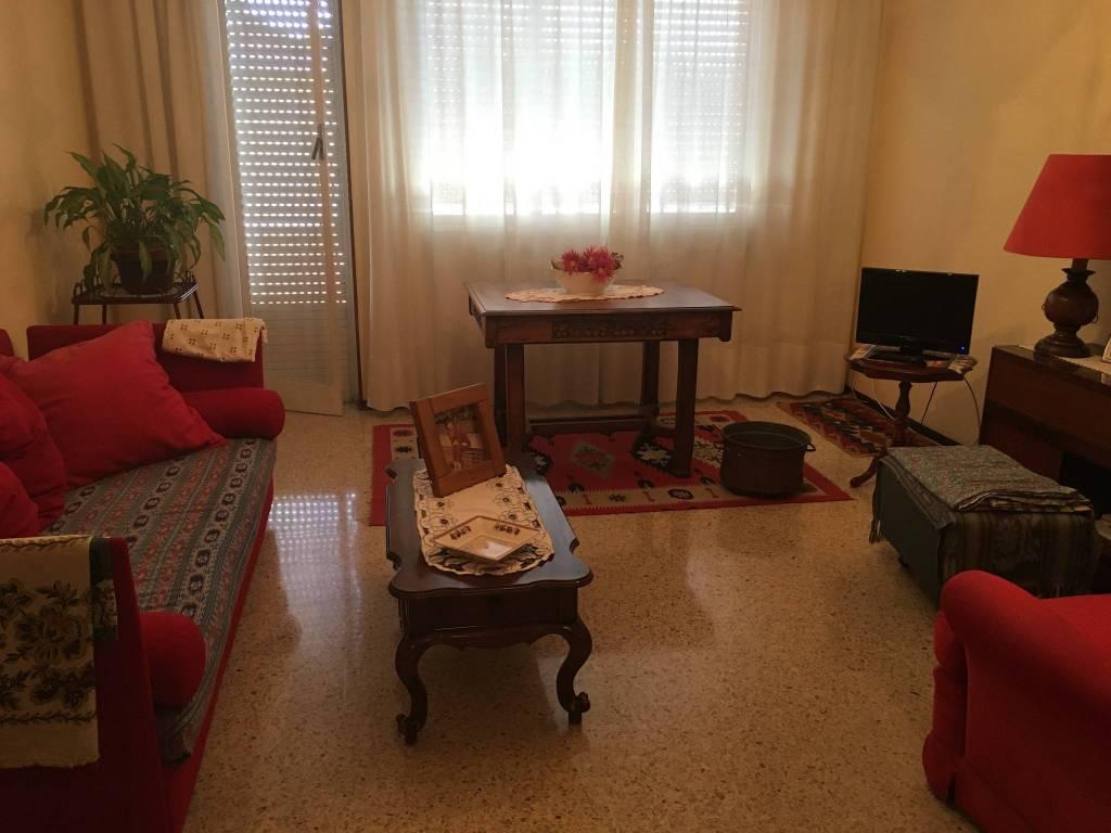 Trilocale con cucina separata al 3° piano - Oleggio