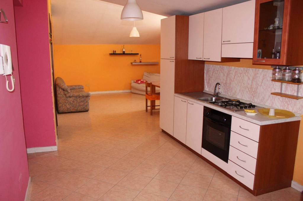 Appartamento in buone condizioni in vendita Rif. 7796322