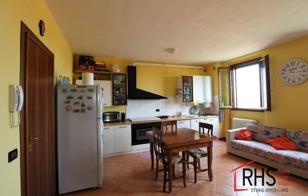 Appartamento in ottime condizioni in affitto Rif. 7813474