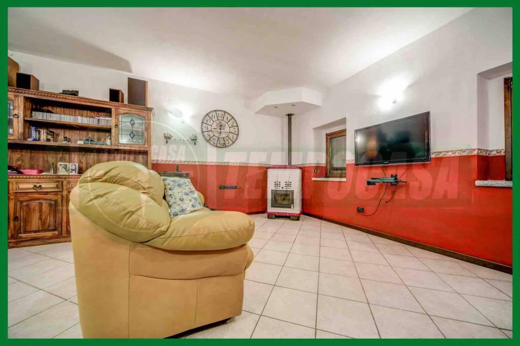 Casa indipendente quadrilocale in vendita a Induno Olona (VA)