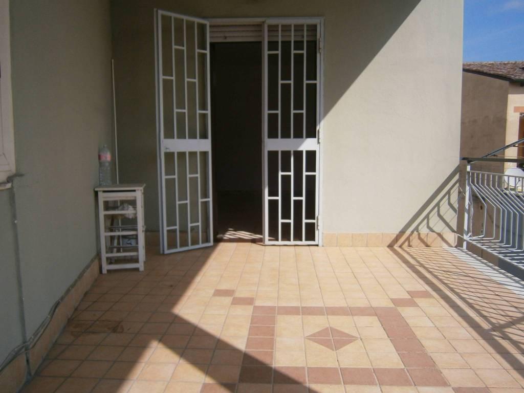 Appartamento in buone condizioni in affitto Rif. 8549725