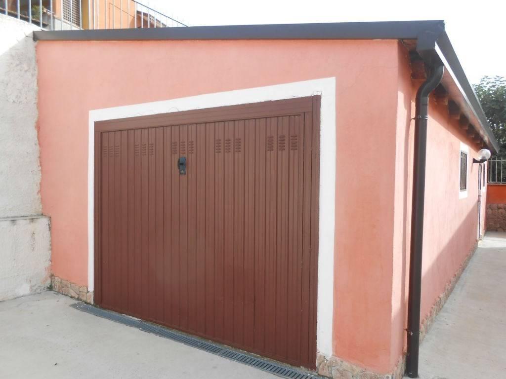 Villa in buone condizioni arredato in vendita Rif. 7875872