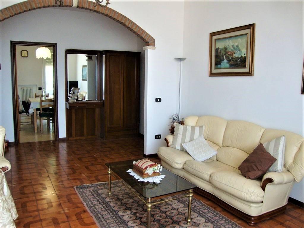 Appartamento in buone condizioni in vendita Rif. 8524763
