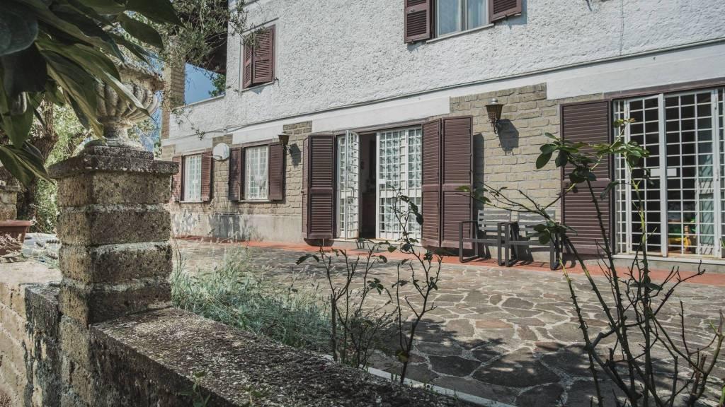 Ampio appartamento con giardino rif: pera