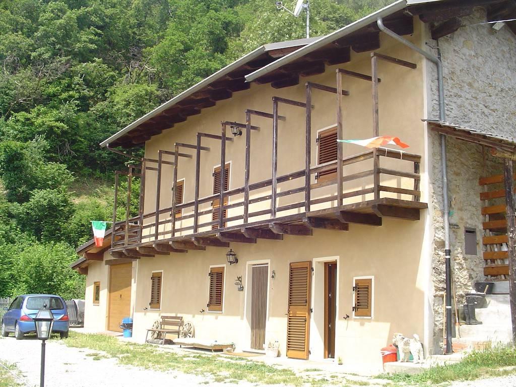 Rustico / Casale in vendita a Dronero, 4 locali, prezzo € 280.000 | CambioCasa.it