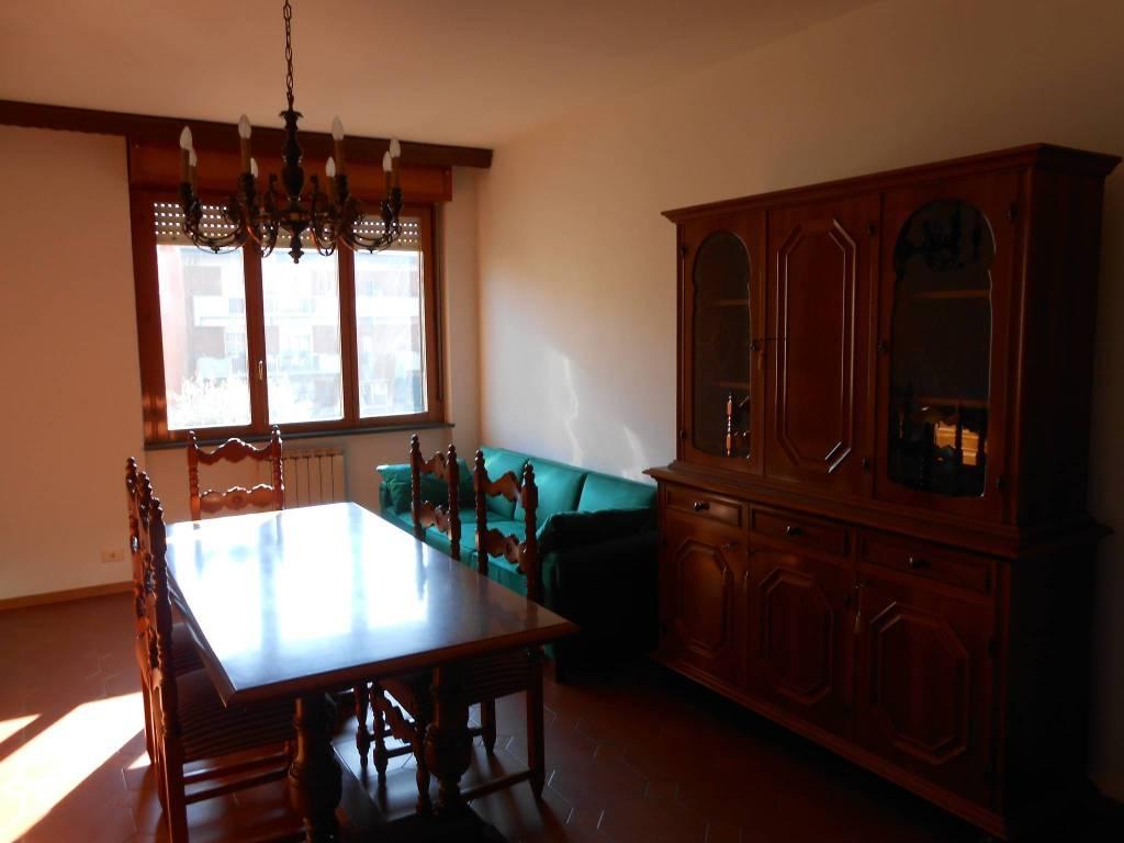 Appartamento in buone condizioni parzialmente arredato in affitto