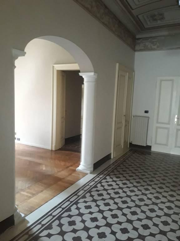 Ampio appartamento con affreschi affitto a Modena zona Viali