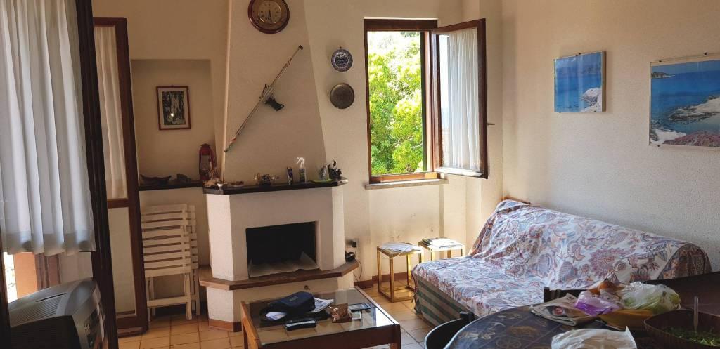 Appartamento in buone condizioni arredato in vendita Rif. 7807475