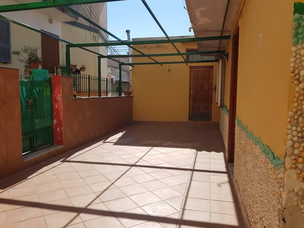 Appartamento in buone condizioni in affitto Rif. 7814148