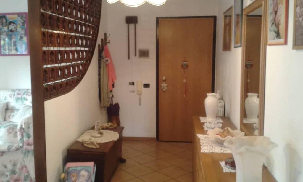 Appartamento in buone condizioni in vendita Rif. 7809276