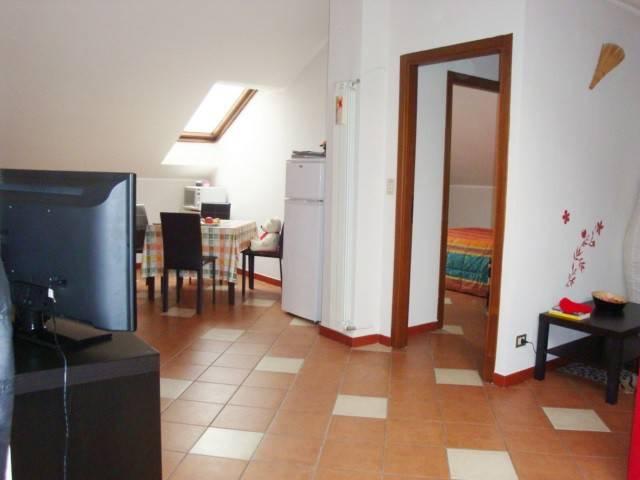 Appartamento in buone condizioni parzialmente arredato in affitto Rif. 8642568