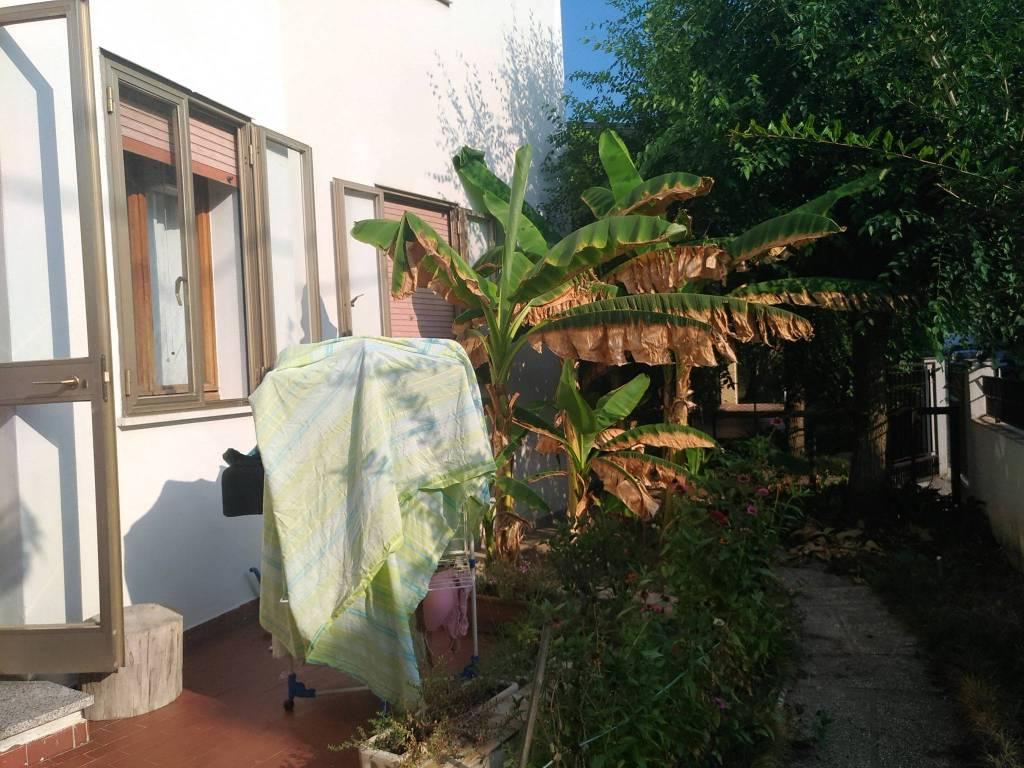 Appartamento in buone condizioni parzialmente arredato in affitto Rif. 7810290