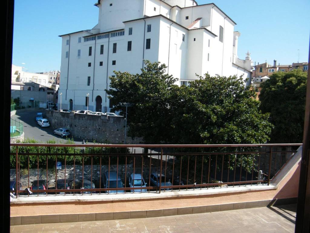 Appartamento in buone condizioni arredato in affitto Rif. 7807673