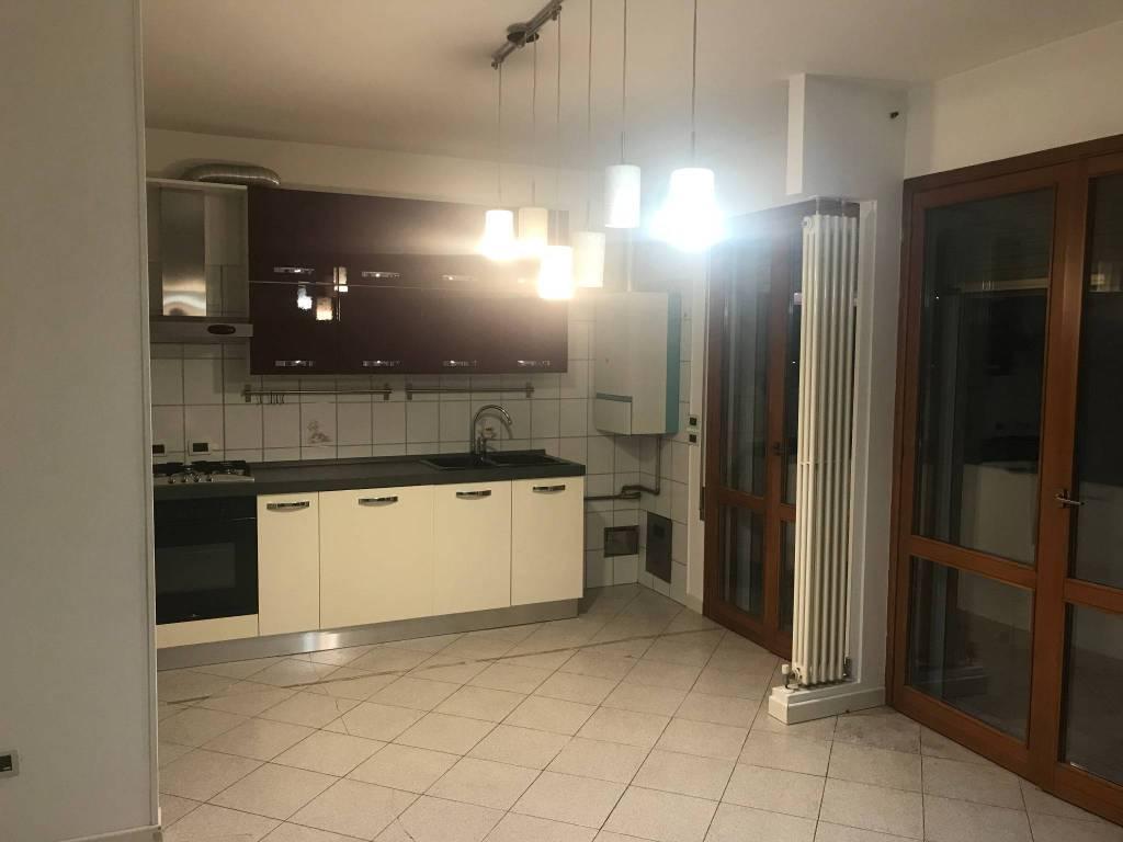 Appartamento in buone condizioni parzialmente arredato in affitto Rif. 7346790