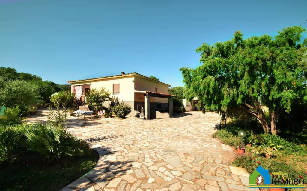 Villa in Vendita a Olbia: 5 locali, 199 mq