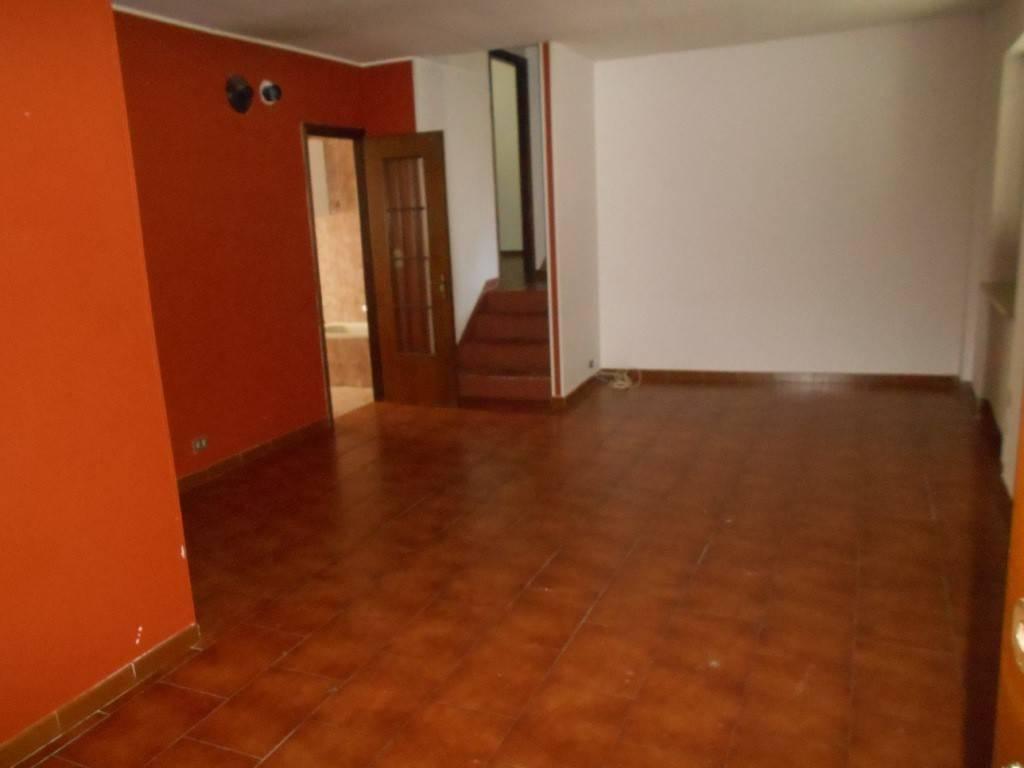 Appartamento in buone condizioni in affitto Rif. 7820098