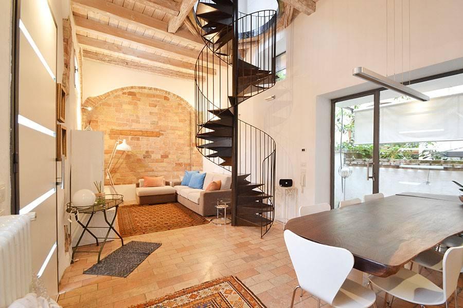 Appartamento in ottime condizioni parzialmente arredato in vendita Rif. 8627864