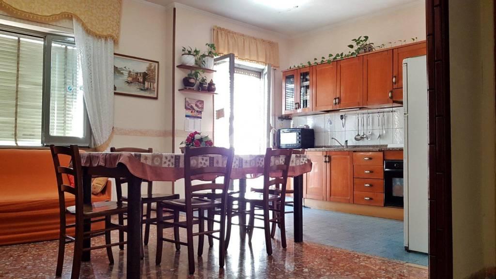 Appartamento in buone condizioni in vendita Rif. 9225755