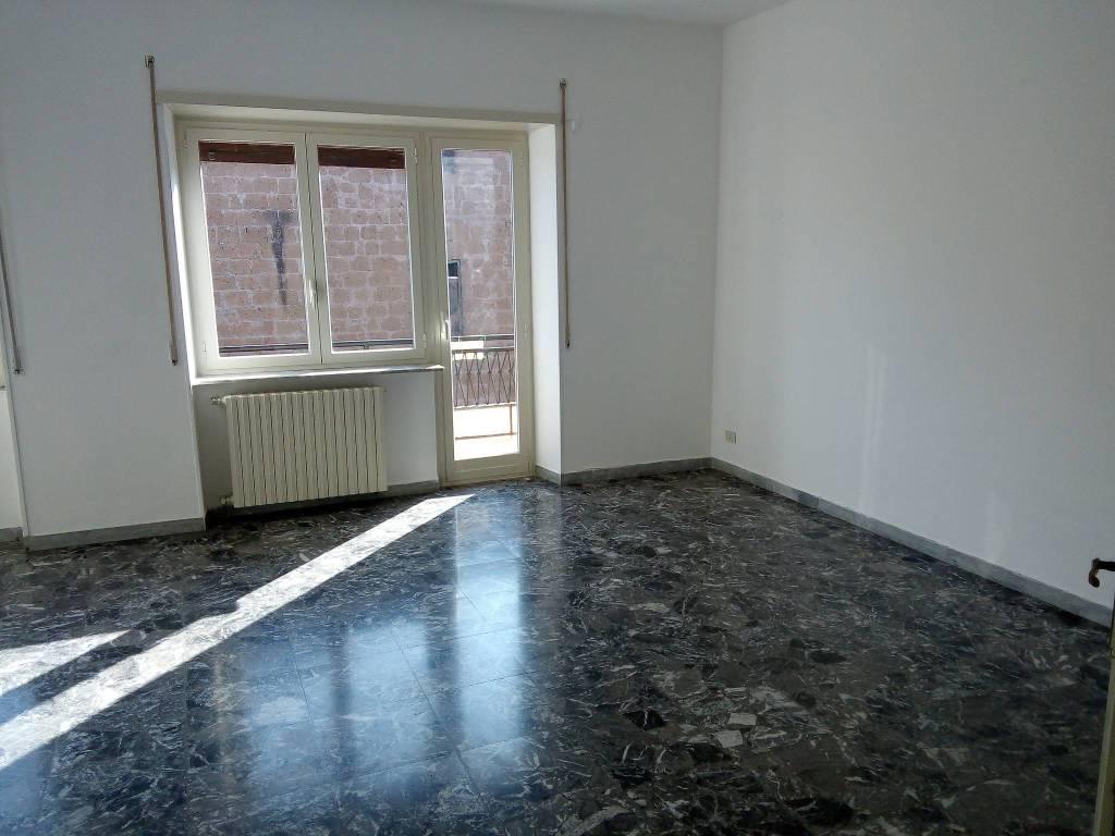 Appartamento in buone condizioni in affitto Rif. 7821829