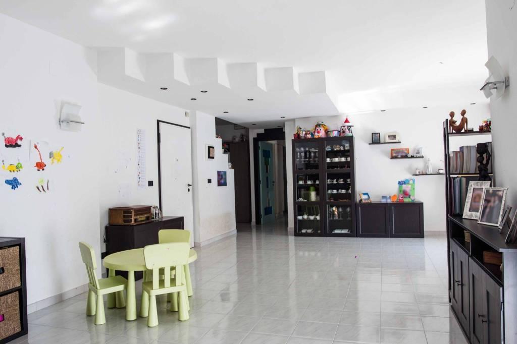 Appartamento in buone condizioni in vendita Rif. 7820706